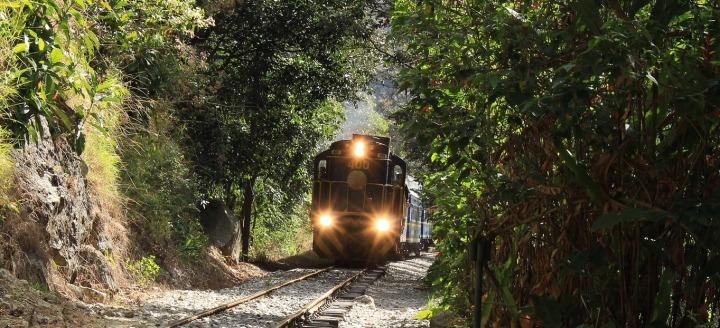 train-3010877_1920.jpg