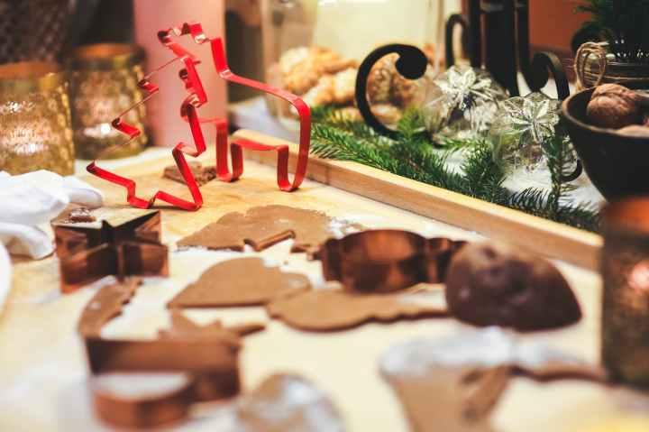 making gingerbread cookies christmas cookie cutters