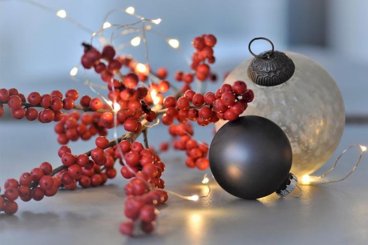 christmas-balls-3885646_1920