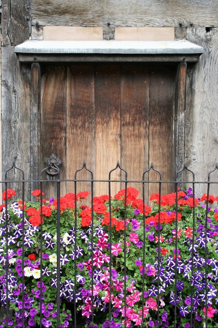 doorway-2546015_1920